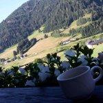 Erster Morgenkaffee auf der Terrasse
