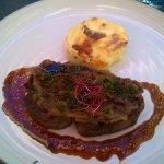 Filet de boeuf, gratin dauphinois et jus de viande