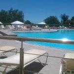 le coté piscine de l'hôtel - restaurant de la thalasso