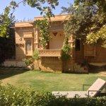 Jardín con pequeño edificio de tratamientos/masajes