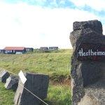 Photo de Guesthouse at Hestheimar