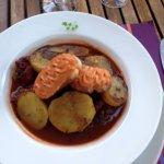Daube de poulpe au vin rouge et croutons de rouille maison