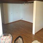 unmöbliertes Zimmer, hier würde es ein Sofa/TV gemütlich machen