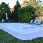 piscine avec transat et matelas de confort