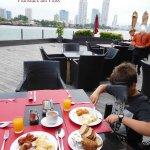 Frühstück am Fluss