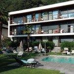 Pool und Blick auf die Loggi-Zimmer mit Balkon