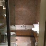 Quebec Room bathroom