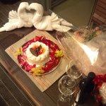 ケーキと花とワインのセット