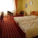 Chambre avec deux lits jumeaux accolés