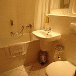 Petite salle de bains et wc non séparés