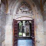 entrada al claustro desde la plaza
