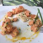 Tartare de Salmon malisimo, sin sabor y con salmon ahumado, lamentable la actitud de las niñas d