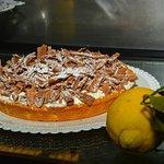 Crostata  con Panna Montata e Scaglie di Gianduia