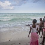 High tide in Diani! The lifeguards will tell you if its safe or not. only 2min walk.