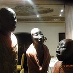superbes statues séparant les salles