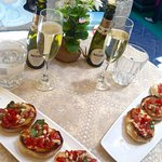 Bruschetta and Prosecco, what a lovely light lunch....delicious