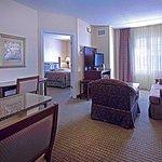 Staybridge Suites near Hamilton Place Foto