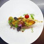 Veau de lait - caviar d'aubergine - mûre et pate de piment.