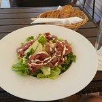 vegetable salad with roastbeef