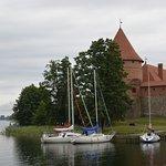 Una classica torre del castello di Trakai