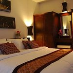 bed room with king size bed