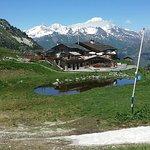 Avec le Mont-Blanc derrière le clocher