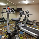 Photo de Holiday Inn Express Hotel & Suites Antigo