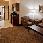 Photo de Holiday Inn Express & Suites Austin South - Buda