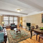 Photo de Midtown East Residence by Globe Quarters