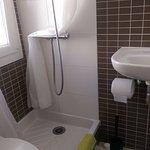 Douche / Toilettes: petit mais nickel côté propreté !