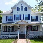 Foto de The Rose Petal Inn Bed & Breakfast