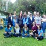 Estudiantes durante visita de intercambio comunitario