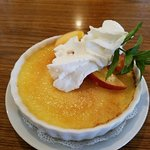 Absolutely delicious creme Brulee with fresh seasonal fruit...perfect dessert ♡
