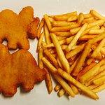 Crocchette di pollo e patate fritte