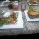 Salade l'indécente: 1 croque monsieur maison+1salade: oeuf poché+pattate lardon etc