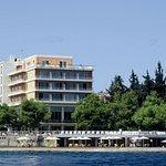 Photo de Kalamaki Beach Hotel