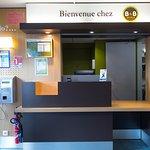 B&B Hôtel Tours Nord Aéroport