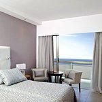 Photo de Asterias Beach Hotel