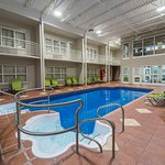 Photo de Hotel & Suites Le Dauphin Drummondville