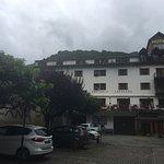 Hotel amplio, céntrico con espacios y terrazas para descansar. Excelentes vistas. Algo viejecito