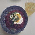 Quinoa salade tomaten en yoghurt sausje