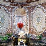 Salle décorée de coquillages, très belle.