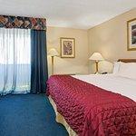 Photo de Baymont Inn & Suites Florida Mall