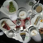 Kaffee Himbeer-, Stachelbeer-, Käsesahne-Torten.