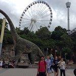 Universeum y atras se encuentra el Parque de diversiones Liseberg