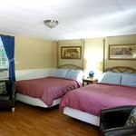 Large Cottage Room 2 Queen Beds Great for Families on a budget!