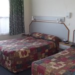 Double and single bed in Twin Room.