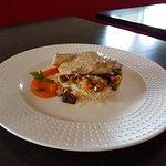 Plat du jour : filet de lieu, riz et tartare de légumes du soleil.