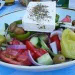 Greek salad i poolbaren