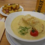 Pollack fillets in a sweet mustard sauce with dill and the usual north german bratkartoffeln.